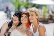 drei freundinnen haben spaß
