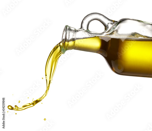 pouring olive oil - 34259848