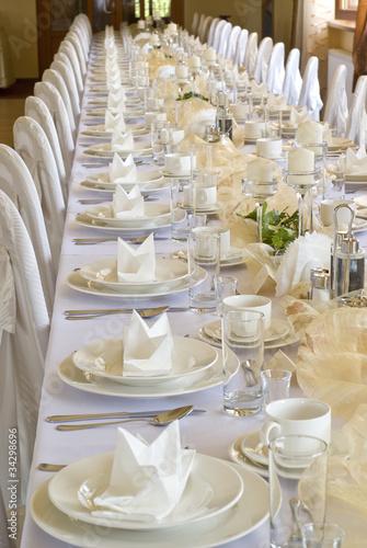 Hochzeitstisch vor einer Hochzeit