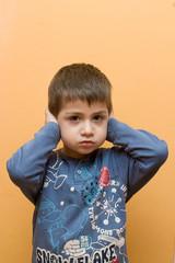 bambino con problemi udito