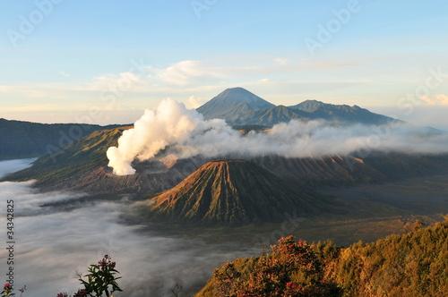 Foto op Plexiglas Indonesië Volcan en éruption
