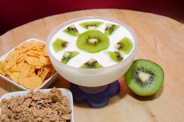 colazione con yogurt ai kiwi