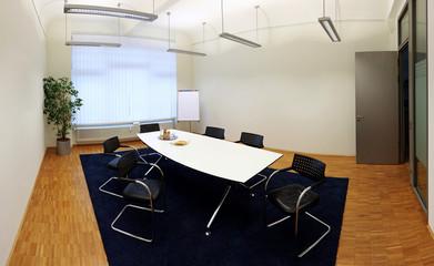 Besprechungsraum mit weissen leeren Wänden