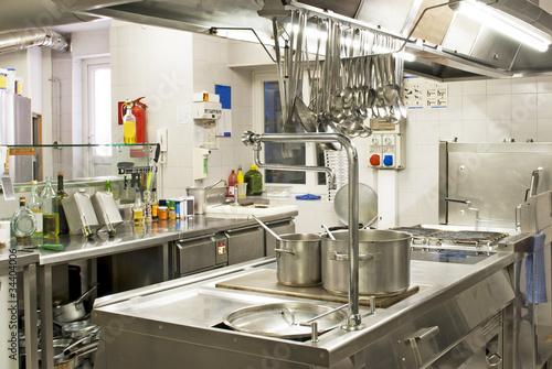 cucina in un ristorante - 34404006