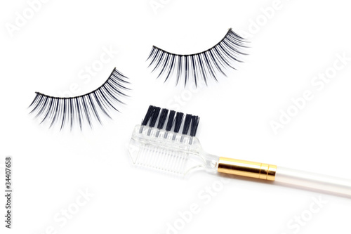 False eyelash brush
