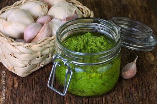 Hausgemachtes frisches Pesto alla Genovese