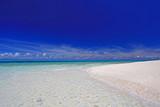 ナガンヌ島の澄んだ海と真っ青な空