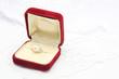 真珠の指輪とジュエリーボックス