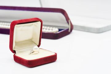 パールの指輪とネックレス