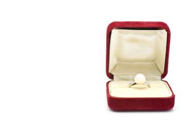 ケースにはいった真珠の指輪