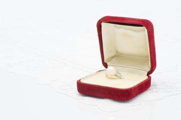 真珠の指輪とジュエリーケース