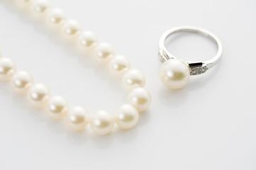 パールのネックレスと指輪