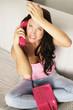 wütende Frau am Telefon