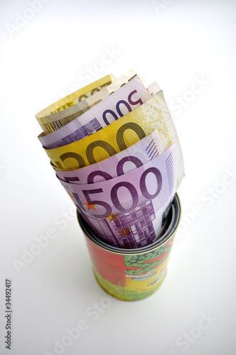 Euros versteckt in einer Dose