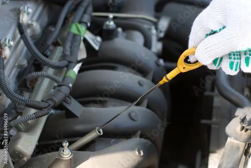 車のオイルチェック