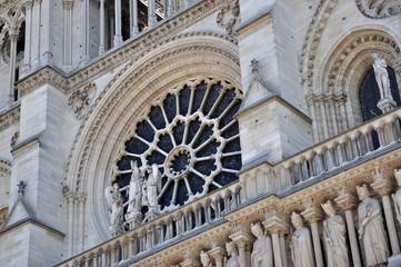 Rosace de Notre-Dame de Paris en été