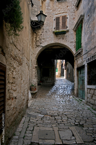 Arch on the stonepaved Garzotto street in Rovinj © lexlero