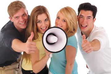 Jugendgruppe mit Megafon