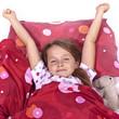 Mädchen im Bett schlafend