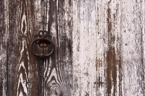 Porte ancienne en bois peinture blanche photo libre de droits sur la banque d 39 images fotolia for Peinture porte bois