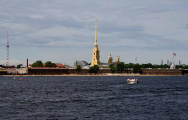 Fortaleza de Pedro y Pablo. Río Neva. San Petersburgo