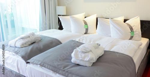 Leinwanddruck Bild Hotel Bett Hotelzimmer