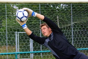 Tormann hält den Ball