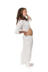 schwangere junge frau hat schmerzen
