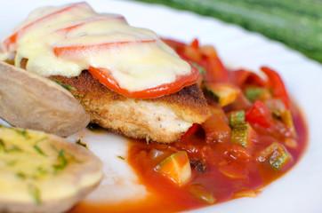 Mediteranes Hähnchenschnitzel Tomate-Mozzarella  auf Ratatouille