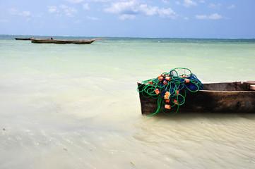 rete da pesca su una barca in mangrovia