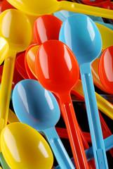 mucchio cucchiai colorati - tre