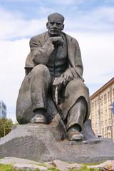 Памятник Якубу Коласу в центре Минска. Белоруссия