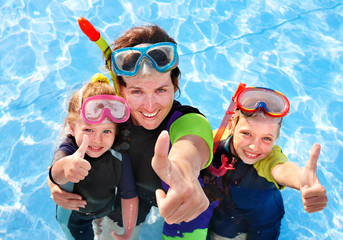 Children with mother  in swimming pool.