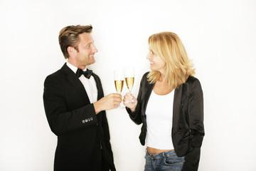 Paar feiert