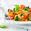 Spaghetti with cherry tomatoes, capers and broccoli