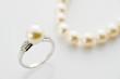真珠の指輪とネックレス