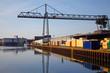 Hafenlandschaft mit Kran und Containern
