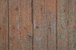 Alte Holzwand mit abgeblätterter Farbe