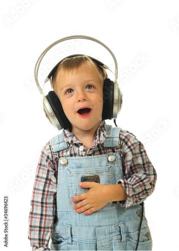 Kind mit Kopfhörer 2