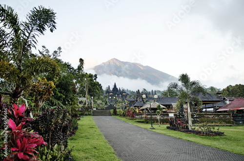 Foto op Plexiglas Indonesië besakih temple and mount agung in bali indonesia