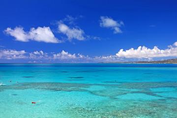 透き通るコマカ島の海