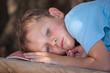 Enfant épuisé par la chaleur