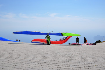 paragliders on ramp