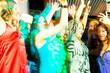 Leute bei Party in Disco oder Club