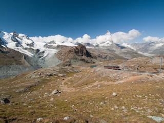Cervin, glacier, lac, et train du Gornergrat