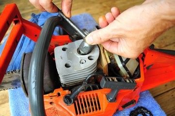Replacing Spark Plug, Chainsaw  Maintenance