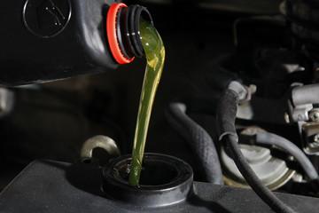 Mantenimiento de coche - agregar aceite