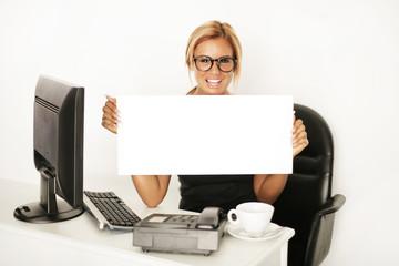 Geschäftsfrau mit Angebot
