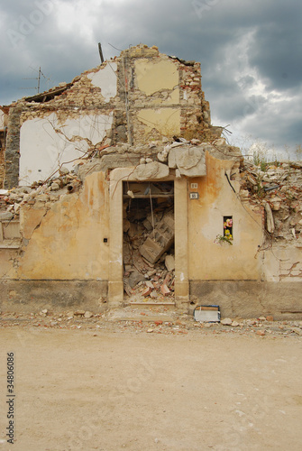 The rubble of the earthquake in Abruzzo - 34806086