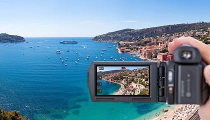 Camescope filmant la baie de Villefranche-sur-Mer